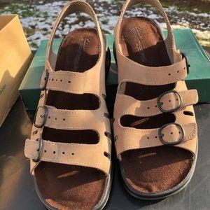 cb2ba42b82c New 8 Wide Clarks Sunbeat Adjust. mushroom sandals